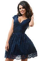 Гипюровое женское платье приталенного фасона с пышной юбкой и вырезом декольте трикотажная подкладка фатин