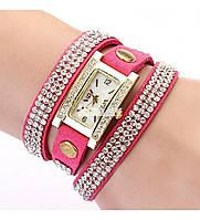 Оригинальные женские часы-браслет со стразами