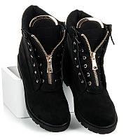 Женские замшевые черные ботинки с металлическими вставками