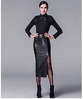 Стильная юбка средней длины кожаная с разрезом
