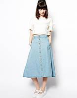 Джинсовая юбка средней длины на пуговицах