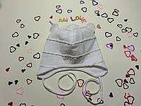 Беленькая шапочка для новорожденной девочки.