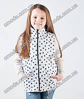 Детская жилетка белая с сердечками