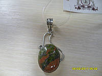 Кулон с натуральным камнем унакит (яшма) 55х23мм в серебре.