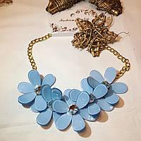 Голубое колье с цветами