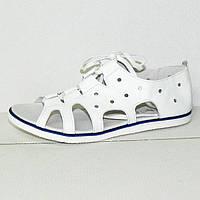 Оригинальные босоножки белого цвета на шнуровке