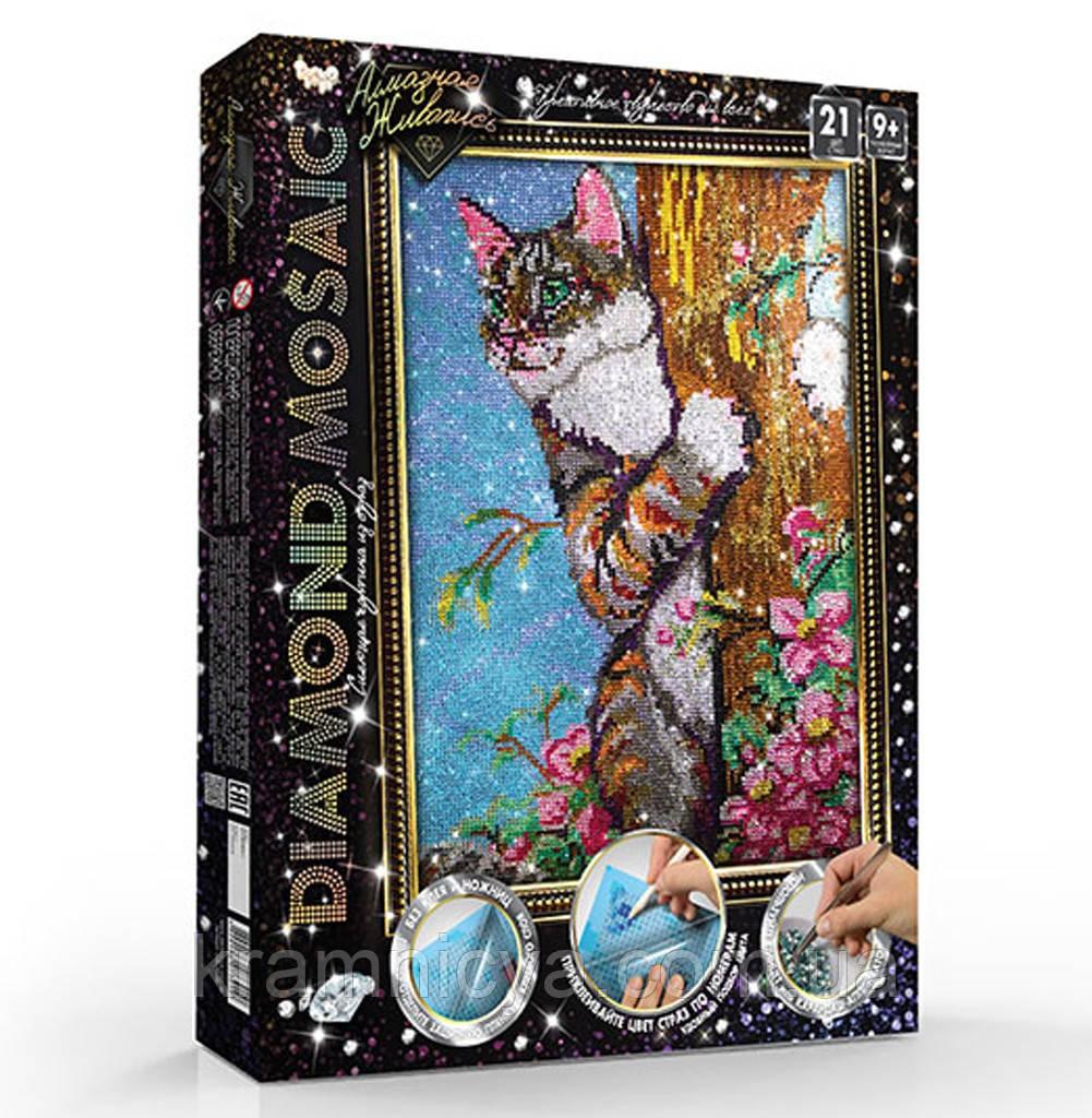 Алмазная живопись большая, Котик на дереве (DM-01-04)
