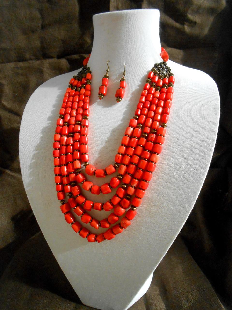Оранжевые коралловые бусы