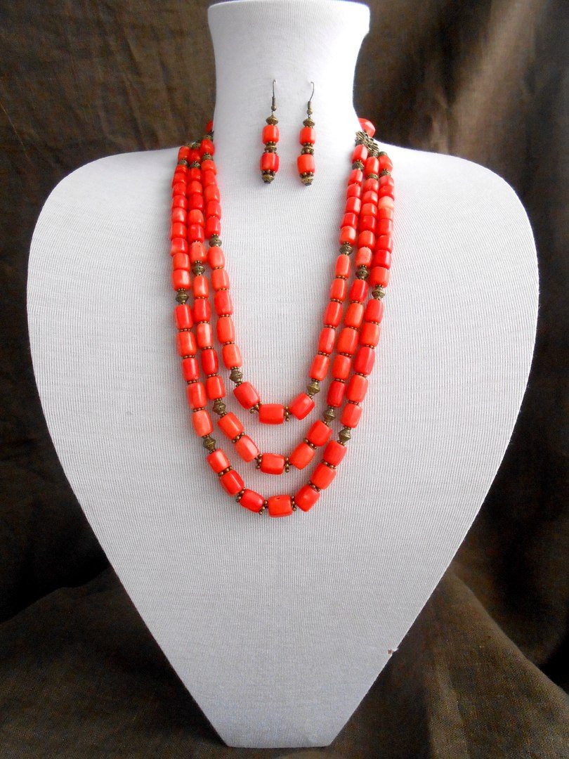 Бусы из оранжевого коралла