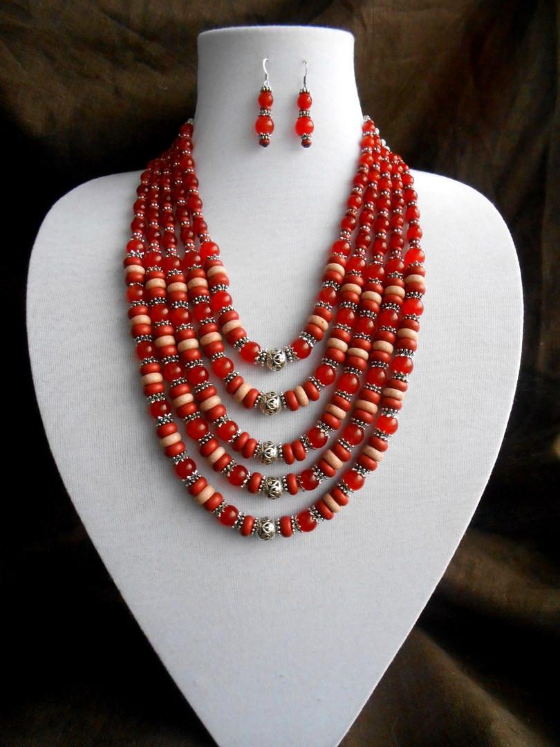 Ожерелье из керамики и сердолика