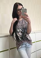 Трикотажная стильная блуза с принтом бежевая