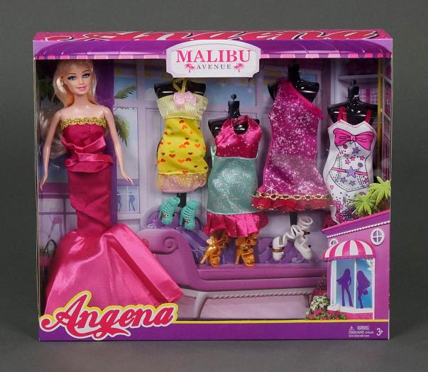 Кукла с набором одежды - модница.