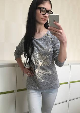 Стильная блузка из трикотажа с принтом серая