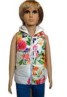 Белая детская жилетка с цветочным принтом