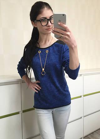 Блуза трикотажная с украшением, ярко-синяя