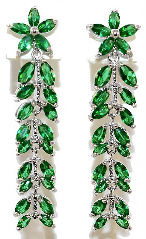 Серьги вечерние.Камень: зелёный циркон. Высота серьги: 5 см. Ширина: 10 мм.
