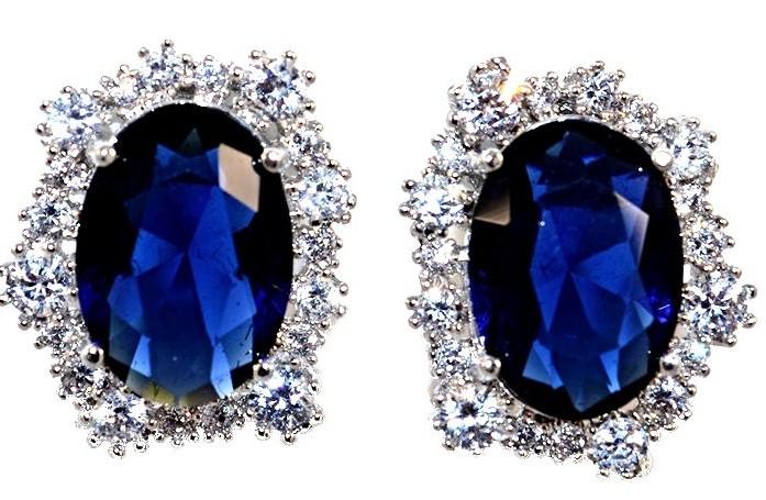 Серьги вечерние.Камень: синий и белый циркон. Высота серьги: 2 см. Ширина: 15 мм.
