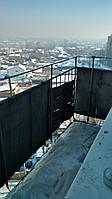 Демонтаж старых конструкций на балконе