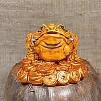 "Фигурка ""Трехлапая денежная жаба Чань Чу"" на монетах"