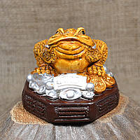 """Фигурка """"Трехлапая денежная жаба Чань Чу"""" средняя на коричневой подставке"""