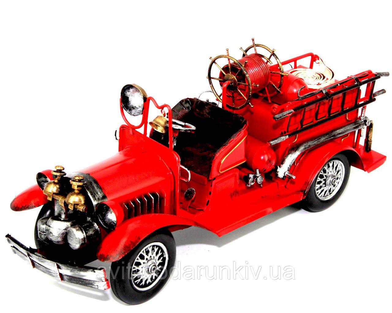 Модель старинного пожарного автомобиля 1868