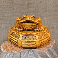 """Фигурка """"Трехлапая денежная жаба Чань Чу"""" на восьмиграннике"""