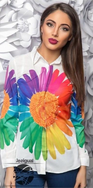 Красивая яркая рубашка женская