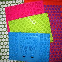 Масажні килимки для дітей і дорослих