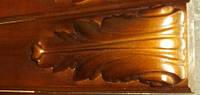 Резной кронштейн из дерева.