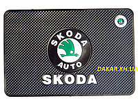 Антискользящий силиконовый коврик на торпедо с логотипом Skoda v2 Шкода