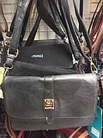 Стильная женская сумка украшенная маленьким замочком