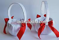 Корзинка для лепестков белая с красным или белым бантом