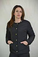 Черная короткая женская куртка на кнопках
