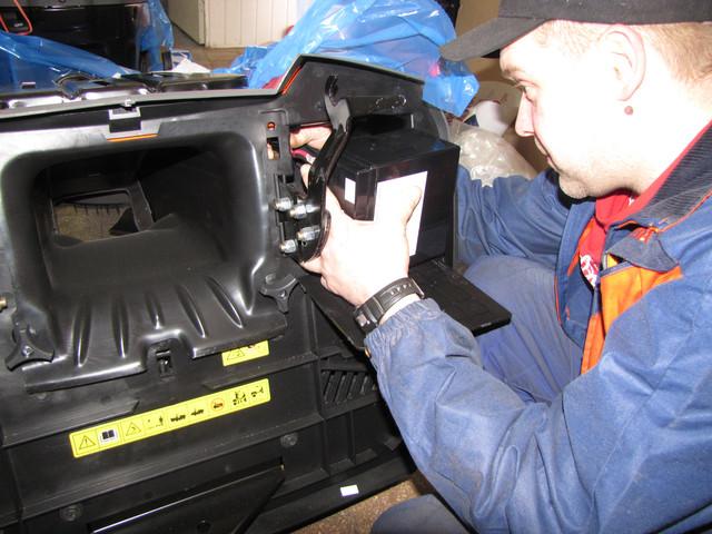9 1 Установка аккумулятора на садовый минитрактор газонокосилку