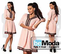 Нарядное женское платье оригинального кроя с кружевной отделкой розовое