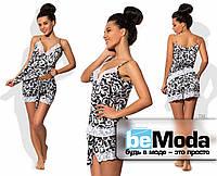 Эффектная женская пижама из майки и шортиков с декором из кружева серебристая