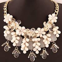 Ожерелье P005492 с белыми цветами