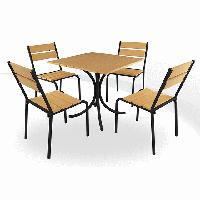 Стіл і стільці