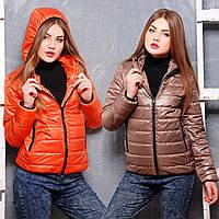 Короткая демисезонная женская куртка с капюшоном