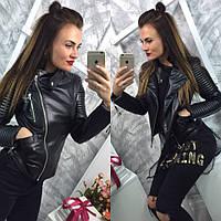 Стильная женская кожаная куртка-косуха на диагональной молнии, с жаткой на рукавах, черный цвет