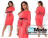 Нарядное женское платье приталенного кроя для пышных дам с широким проясом на талии розовое