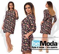 Эффектное женское короткое джинсовое платье свободного кроя с цветочным принтом черное