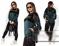 Стильный женский брючный костюм больших размеров из бархата с декоративным принтом зеленый