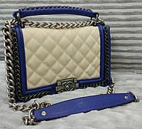 Модная сумка клатч Chanel Шанель на цепочке белая с синим