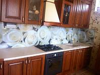 Стеклянная панель на рабочую поверхность кухни