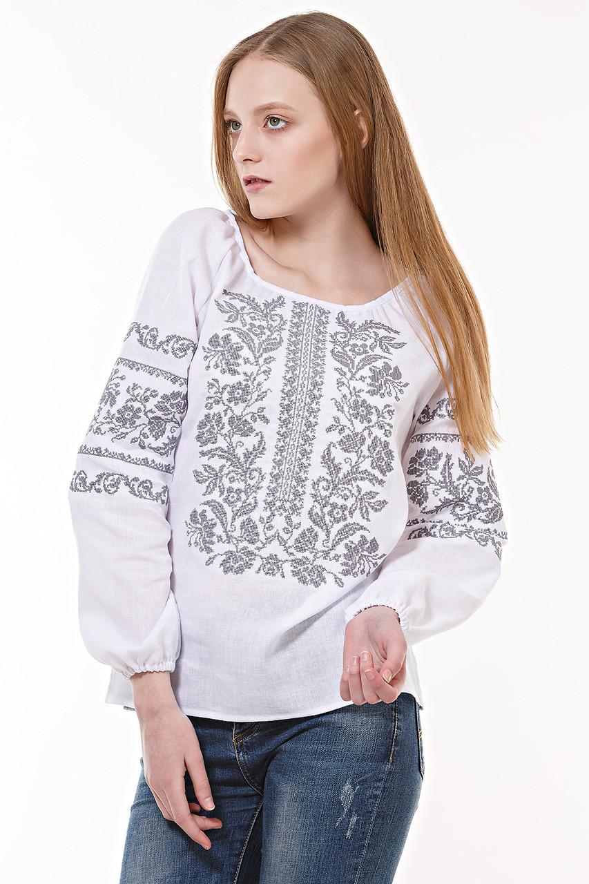 Белая женская рубашка с оригинальной вышивкой