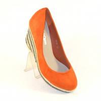 Туфли оранжевые на танкетке