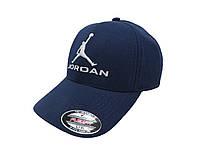 Темно-синяя бейсболка Jordan с белой надписью