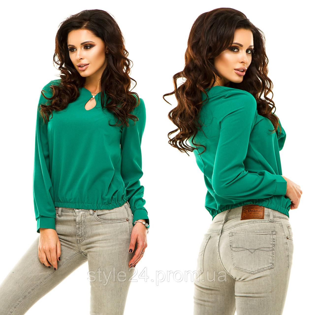 Жіноча шифонова блуза з прикрасою та вирізом