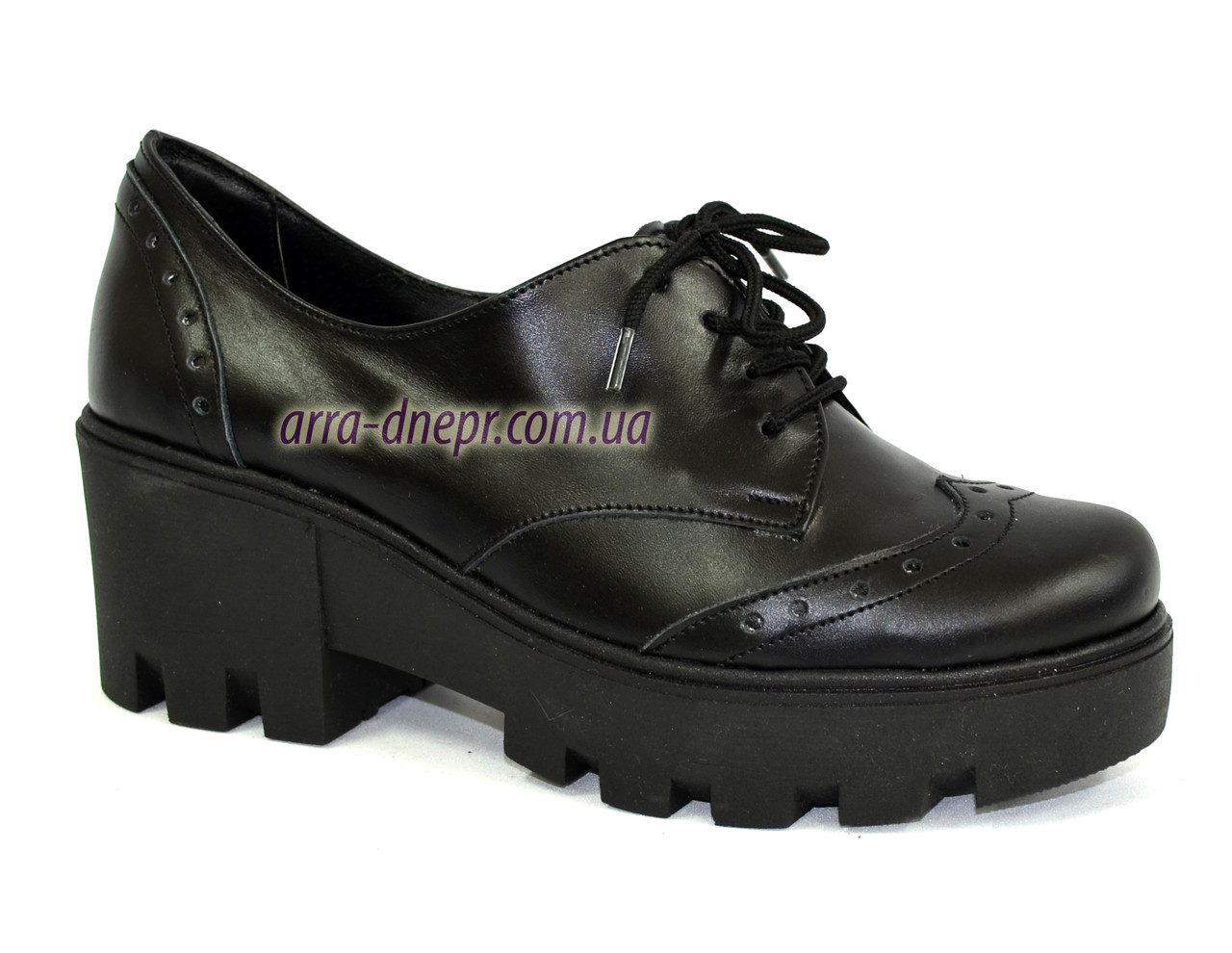 Женские туфли на шнуровке из натуральной кожи черного цвета, на платформе